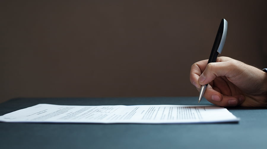 Signing a freelance website design contract